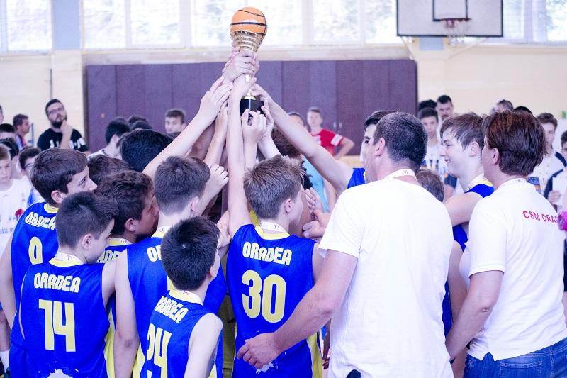 Palmaresul baschetului juvenil orădean s-a îmbogățit cu două medalii naționale în sezonul 2016/17